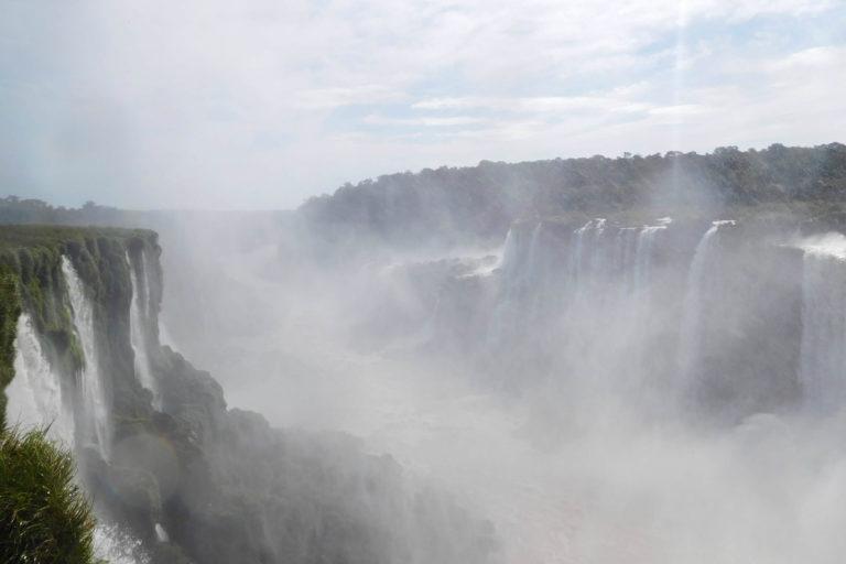 Mist, waterfalls, grey sky, light fall