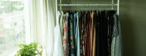 Kast met duurzame kleding