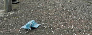 Mondkapje op de straat